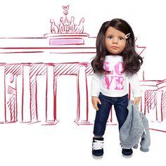 Paula von Götz / Happy Kidz / Größe:  XL  50 cm / Stehpuppe mit braunen Haaren, Seitenscheitel und grünen Augen / frisierbar / voll beweglicher Vinylhartkörper
