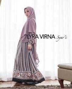 "<a href=""http://www.modelmuslims.com/2017/11/gamis-lyra-virna.html"">Gamis Lyra Virna</a> - 3 dari 25 foto model gamis Lyra Virna yang menjadi tren busana muslim syar'i terbaru saat ini."