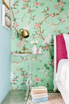 Southern Home Decor bedroom side table inspiration.Southern Home Decor bedroom side table inspiration Trendy Wallpaper, Of Wallpaper, Bedroom Wallpaper Accent Wall, Floral Bedroom, Side Tables Bedroom, Decor Scandinavian, Chinoiserie Wallpaper, Home And Deco, My New Room