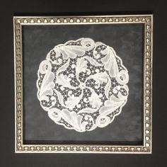 Another beautifully framed antique doily. I love how the pattern in the frame mimics some of the patterns in the lace Vintage Display, Vintage Wall Art, Vintage Walls, Vintage Home Decor, Framed Doilies, Framed Fabric, Lace Doilies, Doily Art, Crochet Wall Hangings
