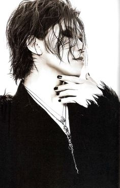 AOI-SAMA IS TRYING TO KILL US I SWEAR!! Aoi The Gazette, Hard Music, Drum Band, Airport Photos, Dir En Grey, I Am A Queen, Rare Pictures, Photo Makeup, Visual Kei