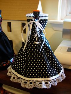 wine bottle dresses patterns - this is the cutest wine apron I've seen!  Looks like Lucille Ball!