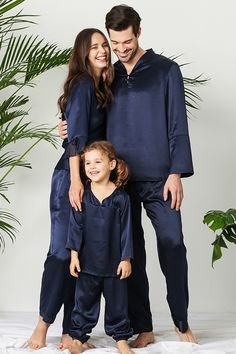 LILYSILK matching pajamas are the perfect gift for family and are a great way to wrap the ones you love in warmth. #silk #silkpajamas