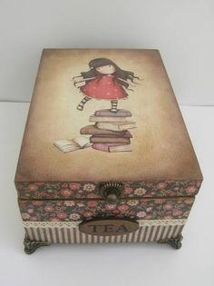 A Decoupage. Több kép itt: www. Decoupage Letters, Decoupage Wood, Decoupage Vintage, Painted Boxes, Wooden Boxes, Altered Cigar Boxes, Craft Bags, Pretty Box, Vintage Box