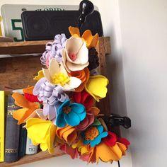 Anéis para guardanapo de flores coloridas e alegres, feitas em feltro. Combina com o estilo rústico do campo ou descontraído da praia, para receber bem em ocasiões especiais!