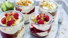 Dessert i glass med limekrem, kjeks og bringebær