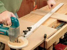 Circle-cutting Jig with Fine Adjustment - FREE PLAN - Woodworker's Journal