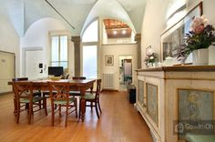 200m2 elegant apartment for 10 guests, with a magnificent interior garden. #Florence #GowithOhApartments