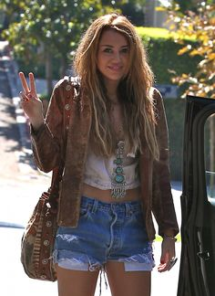 CUTE OR TRASHY? Miley Cyrus Outfit | LUUUX