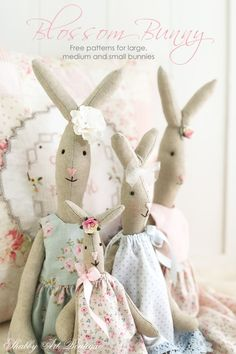 Free patterns and instructions for the 3 sizes of Blossom Bunny by Shabby Art Boutique Doll Patterns Free, Animal Sewing Patterns, Free Pattern, Handmade Dolls Patterns, Sewing Stuffed Animals, Stuffed Animal Patterns, Handmade Stuffed Animals, Shabby, Maileg Bunny