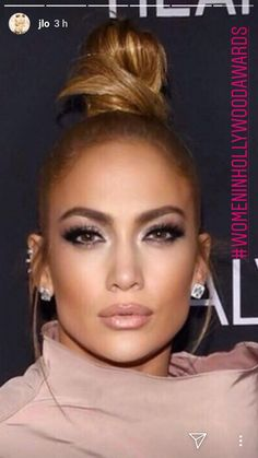 Jlo makeup look Beauty Make-up, Beauty Hacks, Hair Beauty, Jlo Makeup, Hair Makeup, Makeup Eyes, Maquillage Jlo, Bun Hairstyles, Pretty Hairstyles