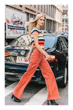 Sassy striped top and orange pants. Street Style NYFW Spring 2019 Sassy striped top and orange pants. Street Style NYFW Spring The post Sassy striped top and orange pants. Street Style NYFW Spring 2019 appeared first on Vintage ideas. 70s Inspired Fashion, 70s Fashion, Inspired Outfits, New York Fashion, Look Fashion, Fasion, Fashion Trends, Young Fashion, Modern 60s Fashion