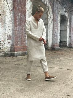 , Express Your Energetic Balance In Style Kaftan Men, Maxi Kaftan, Mens Linen Outfits, Mens Linen Clothing, African Men Fashion, Mens Fashion, Muslim Men, Linen Trousers, Kurta Designs