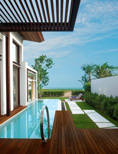 Beachfront Luxury Hotel: W Retreat Koh Samui  in Thailand- Updated | http://www.designrulz.com/design/2013/05/beachfront-luxury-hotel-w-retreat-koh-samui-in-thailand-updated/