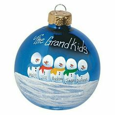 Diy Christmas Ornaments For Grandparents Families Best Ideas Painted Christmas Ornaments, Noel Christmas, Christmas Crafts For Kids, Christmas Balls, Homemade Christmas, Christmas Projects, Winter Christmas, Holiday Crafts, Christmas Decorations