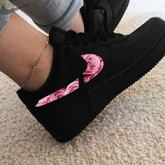shoes - Oh My God nike sneakers airforceone CoinOku Cute Nike Shoes, Nike Air Shoes, Nike Sneakers, Nike Trainers, Girls Sneakers, Vans Shoes, Jordan Shoes Girls, Girls Shoes, Shoes Men