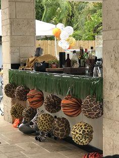 Safari Party Bar Decoration Safari Party Decorations, School Decorations, Party Themes, Jungle Snacks, Jungle Party, Safari Birthday Party, Boy Birthday, Company Picnic, Dinosaurs