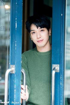 [#FOTO #NAVER #Dispatch ][2017/03/24] [NAVER x Dispatch] CNBLUEleader: Sesión de Fotografías HD de Jung Yong Hwa en «Yeouido Cafe» para Dispatch! / CNBLUE's Jung Yong Hwa HD Photo Shooting 'Yeouido Cafe' by Dispatch! | CNBLUE Boice Spain
