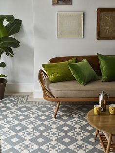 Our range of luxury vinyl tiles is innovative and unrivalled. Our team has over 50 years of experience, ensuring that our luxury vinyl tiles are of the highest quality. Tiled Hallway, Hallway Flooring, Kitchen Flooring, Kitchen Tiles, Luxury Vinyl Flooring, Luxury Vinyl Tile, Floor Design, Tile Design, Amtico Flooring