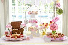 Festa infantil tema flores com rosas e morangos | Quarto de bebê - Decoração, bebês, gravidez e festa infantil