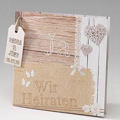 """Hellbraune Hochzeitskarte in Leinen und Holzoptik mit kleinen Motiven in Herz-, Rosen- und Schmetterlingsoptik, sowie dem Aufdruck """"Ja Wir Heiraten"""""""