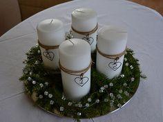 Centro de mesa navideño  con velas blancas