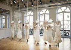 La précision des petites mains de Givenchy