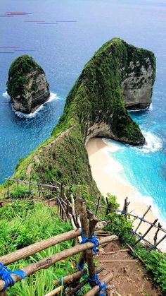 Top 5 Must-See Destinations In Bali, Indonesia Travel to Bali, Indonesia! Here are 5 beautiful places in Bali that will give you plenty of things to do in Bali — let's do this! Travel Jobs, Ways To Travel, Best Places To Travel, New Travel, Travel Alone, Travel Ideas, Travel Trip, Time Travel, Beautiful Places In Japan