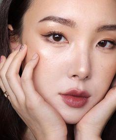 9 Korean Makeup Looks – My hair and beauty Asian Makeup Tutorials, Korean Makeup Tips, Korean Makeup Look, Korean Beauty, Makeup Ideas, Makeup Trends, Simple Eye Makeup, Natural Makeup, Korean Make Up