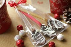 Hot Cocoa Chocolate Spoons: Homemade Holiday Gifts