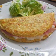 Ricetta Omelette con stracchino e prosciutto cotto - La Ricetta di GialloZafferano