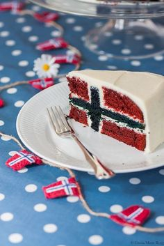 Flaggkake - meaning flag cake - from Norway, my country. Flaggkake - meaning flag cake - from Norway, my country. :) Someone should make me this one year. May Oh Joe. Norwegian Cuisine, Norwegian Flag, Norway Food, Flag Cake, Scandinavian Food, Let Them Eat Cake, Pavlova, Just Desserts, A Table