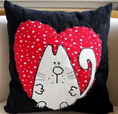Cute kitty heart pillow - I just love cats, and this pillow is absolutly adorable! Sewing Pillows, Diy Pillows, Cushions, Throw Pillows, Fabric Crafts, Sewing Crafts, Sewing Projects, Cat Quilt, Cat Pillow