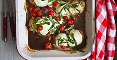 A 5 Minute Prep Meal - Caprese Chicken Tray Bake!