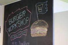 Der große Chefkoch-Burger-Workshop war ein Paradies für Burger-Fans. An 6 verschiedenen Stationen konnten die Teilnehmer in die Welt des Burger-Bauens einsteigen. Bei traumhaftem Sommer-Wetter und einen Glas Craft-Beer konnte man den Abend gemütlich ausklingen lassen. Vielen Dank an die Die fette Kuh und Bunte Burger sowie an Bierlager für den gelungenen Workshoptag!