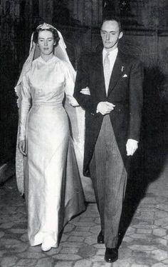 Archduke Robert, Archduke of Austria-Este ( 1915 – and his wife Princess Margherita of Savoy-Aosta on their wedding day. Royal Wedding Gowns, Royal Weddings, Wedding Dresses, Wedding Couples, Wedding Bride, Wedding Photos, Adele, Margarita, Queen Margrethe Ii