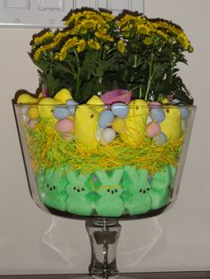 Easter Floral Decor, use trifle bowl Holiday Decorating, Decorating Ideas, Willow House, Trifles, My Dream Home, Kid Stuff, Salads, Planter Pots, Condo