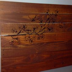 Vinyl sticker and cherry wood wood-stain for DIY pallet headboard. Cherry Wood Bedroom, Wood Stain, Wood Wood, Craft Projects, Recycling, Diy Pallet, Master Bedroom, Sticker, Crafts