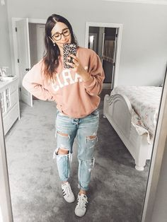 5 inexpensive Fall looks to wear now + my fave (bestselling!) workout outfit - Meagan Rigney - Graphic sweatshirt outfit Source by meagan_rigney - Casual School Outfits, Teenage Outfits, Cute Teen Outfits, Cute Comfy Outfits, Basic Outfits, Teen Fashion Outfits, Simple Outfits, Outfits For Teens, Trendy Outfits