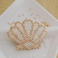 Tadam!! Un joli #coquillage 🐚 #motifsleacile 😄#miyuki #miyukidelica #perle…