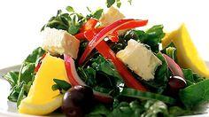 Tuoretta pinaattia on saatavilla monissa liikkeissä vuoden ympäri. Pinaatti sopii hyvin kreikkalaistyyliseen salaattiin yhdessä fetajuuston ja mustien oliivien kanssa.