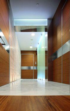 Puertas de seguridad Oikos. Sistema de recubrimiento de paredes, Synua Wall System. Combina puertas blindadas de Oikos, como la puerta Synua, con paneles a juego