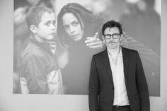 Michel Hazanavicius sur la terrasse du Club Albane Cleret lors de la présentation presse du film The Search http://www.vogue.fr/sorties/on-y-etait/diaporama/dans-les-coulisses-de-cannes-jour-8-festival-de-cannes-2014/18868/image/1003066