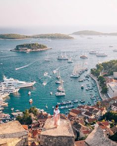 [New] The 10 Best Travel Ideas Today (with Pictures) - Whats happening in your backyard this weekend? This backyard is looking pretty good. Terrific photo by Hvar was my fav on our yacht trip! Places To Travel, Travel Destinations, Places To Visit, Holiday Destinations, Travel Pictures, Travel Photos, Daily Pictures, Voyage En Camping-car, Neuschwanstein