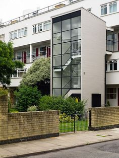 'Churchill Gardens', Pimlico, by Philip Powell and Hidalgo Moya. Built for Westminster Council, one of the biggest projects undertaken before 1950.