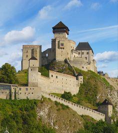 Trenčiansky hrad Beautiful Castles, Medieval Castle, Slovenia, Mansions, House Styles, Building, Places, Nature, Travel