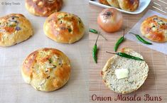 Onion Masala Buns - prefect to serve with curries Indian Vegetarian Dinner Recipes, North Indian Recipes, South Indian Food, Indian Food Recipes, Vegetarian Appetizers, Indian Snacks, Savory Snacks, Easy Baking Recipes, Healthy Baking
