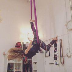 """151 """"Μου αρέσει!"""", 10 σχόλια - Lyssa Morgan (@gypsy_lyssa) στο Instagram: """"Small hammock flow from the other day 💕 #aerial #aerialsilks #aerialhammock #hammock #aerialsling…"""""""
