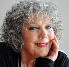 Willeke van Ammelrooy 05-04-1944  Nederlands actrice, die al decennialang een van de belangrijkste filmsterren van Nederland is. Ook speelde zij in talloze toneelstukken en regisseerde zij enkele films. In 1989 trouwde Van Ammelrooy met operazanger Marco Bakker.  https://youtu.be/2cJXflLE6Bw