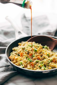 15 Minute Cauliflower Fried Rice - Healthy + clean fried rice made with cauliflower, carrots, onions, garlic, eggs/tofu, and sesame oil! 180 calories per serving.